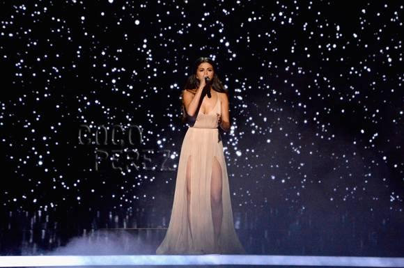 selena-gomez-amas-2014-performance-style__oPt